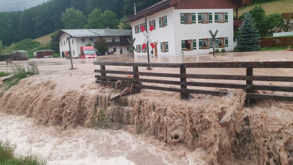 Schweres Unwetter in Bayern: Merkel besucht Hochwasseropfer
