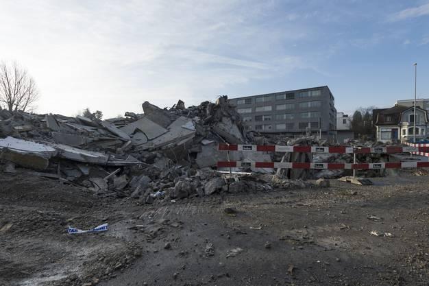 Vom Turm bleibt nichts als ein Trümmerhaufen