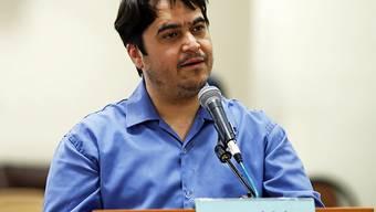 ARCHIV - Der Journalist und Blogger Ruhollah Sam spricht während seines Prozesses vor dem Revolutionsgericht. Ruhollah Sam ist hingerichtet worden. Nach Angaben der staatlichen Nachrichtenagentur IRNA wurde der 47-jährige in Teheran erhängt. Die Justizbehörde in Teheran bestätigte IRNA zufolge die Hinrichtung. Foto: Ali Shirband/Mizan News Agency/dpa