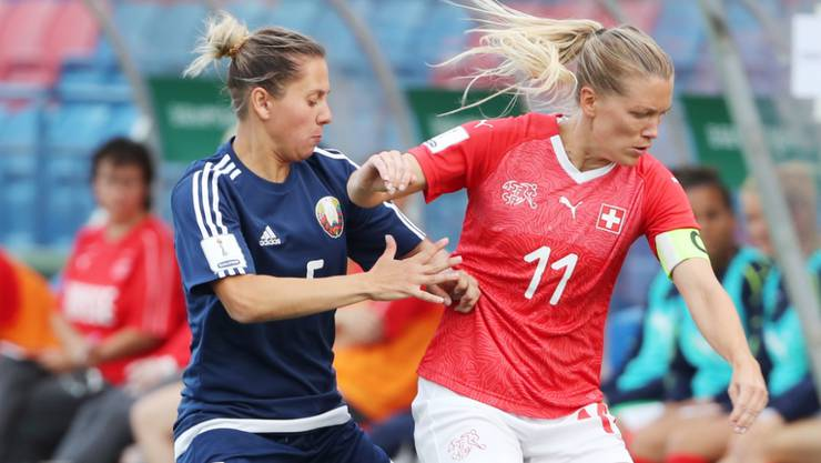 Lara Dickenmann (rechts) erzielte in ihrem 131. Länderspiel ihre Tore 51 und 52 im Trikot des SFV