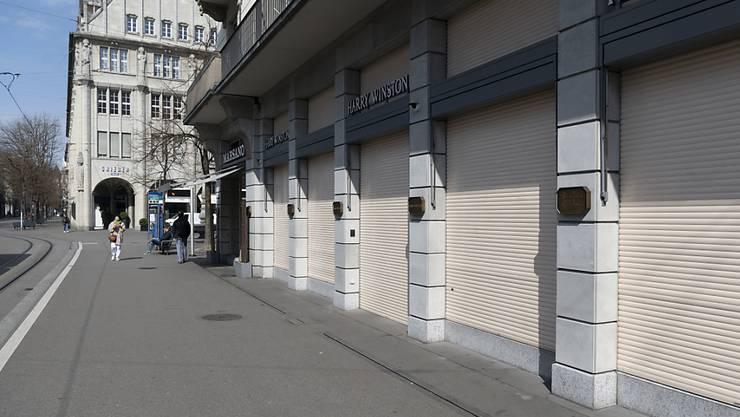 Geschlossene Geschäfte, leere Strassen: Die Corona-Krise hat in Zürich auch den Tourismus praktisch zum Erliegen gebracht. (Symbolbild)