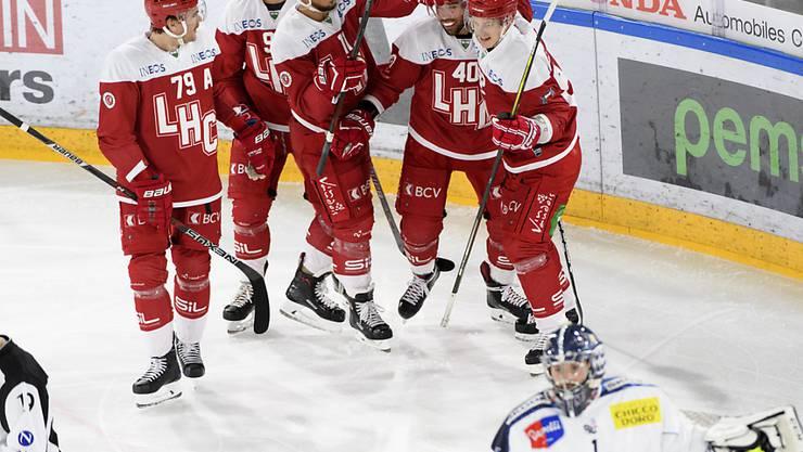Wie zuletzt immer bei dieser Begegnung: Das Heimteam Lausanne jubelt, Auswärtsteam Ambri reist ohne Punkte wieder ab