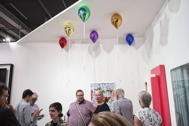 Darf es etwas Heiteres sein? Einen Metall-Ballon von Jeppe Hein gibt es bei der hippen Berliner Galerie König für 19'000 Euro.