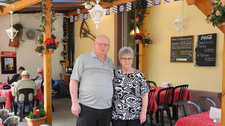 Im Pensionsalter: Das Wirtepaar Vreni und Ueli Zürcher vom Restaurant Traube in Büsserach.