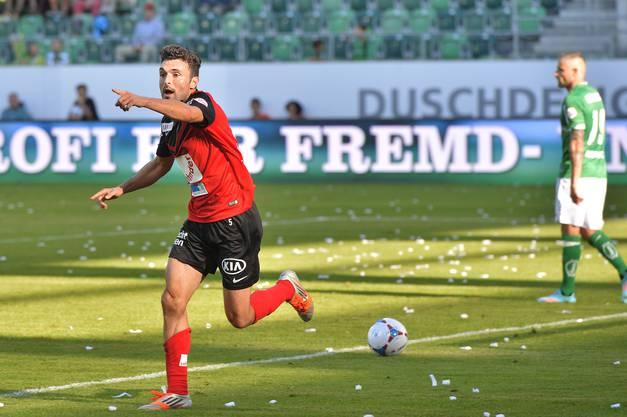 FCA-Mittelfeldspieler Luca Radice weiss, bei wem er sich für das 1:0 zu bedanken hat