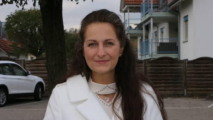 Zwei Wochen vor der Gemeindeversammlung warb Nancy Holten um ein Ja vor dem Volg in Gipf-Oberfrick.