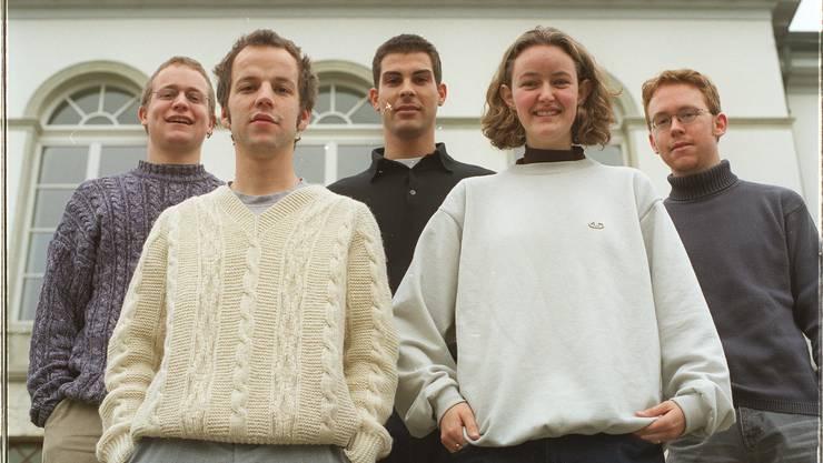 Der Vorstand des Jugenparlaments Aargau, juvenat, aufgenommen am 14.01.2000 in Aarau. v.l.n.r. vorne: Daniel Bütler, Patrizia Mottl, hinten: Simon Schweizer, Thierry Burkart, Patrick Arni.