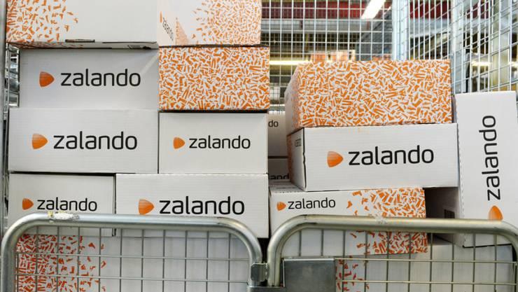 Zalando-Pakete werden für den Versand vorbereitet - ein grosser Teil kommt wieder zurück