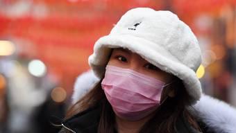 Dass einfache Atemmasken einen guten Schutz vor dem Virus bieten, wird von Experten angezweifelt.