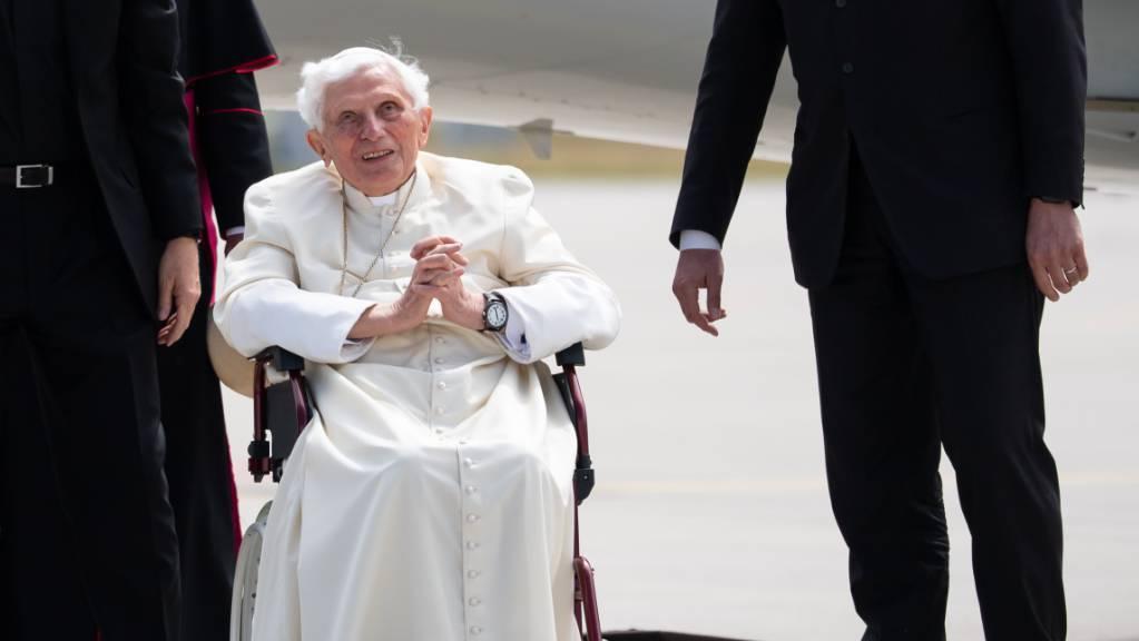 ARCHIV - Die Pressestelle des Vatikans hat bekanntgegeben, dass «der Gesundheitszustand des emeritierten Papstes keinen besonderen Anlass zur Sorge» gibt. Foto: Sven Hoppe/dpa-Pool/dpa
