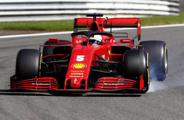 Ferrari-Pilot Sebastian Vettel verbremst sich.