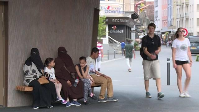 Verschleierte Frauen prägen Stadtbild von Interlaken