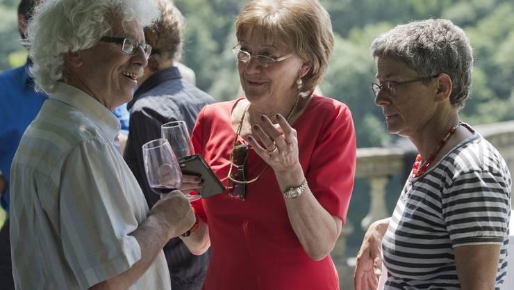 Während der Ständerat über die «Lex USA» berät, geniessen die Nationalräte den Fraktionsauflug. Im Bild: Alt-Nationalrat Andrea Hämmerle im Gespräch mit Susanne Leutenegger Oberholzer und Silvia Semadeni.
