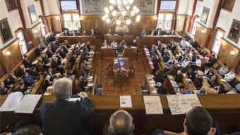 Blick in den Gemeinderatssaal: Insgesamt 1054 Kandidatinnen und Kandidaten stellen sich für die 125 Sitze im Zürcher Stadtparlament zur Wahl.Keystone