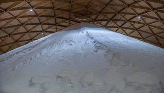 Gut gefüllt: Aktuell lagern in den beiden Saldomen rund 175 000 Tonnen Salz. (Archivbild)