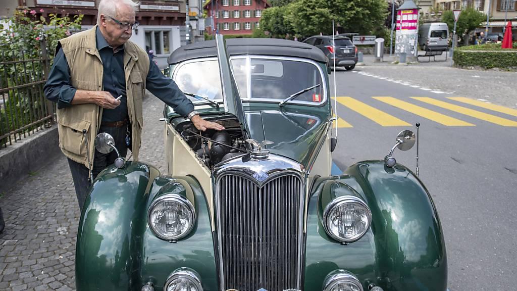 Ein Oldtimer in Sarnen OW - in der Schweiz dominieren englische Fahrzeugmarken wie MG, Jaguar, Triumph dominieren gegenüber deutschen leicht. (Archivbild)