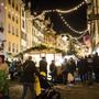 Mit der Adventszeit kommt auch die Zeit der Weihnachtsmärkte. Freunde von Glühwein und Punsch kommen dort voll auf ihre Kosten.