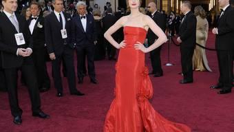 Dieses enge Kleidungsstück aus dem Jahr 2011 würde Ann Hathaway jetzt, da sie schwanger ist, nicht mehr passen (Archiv)
