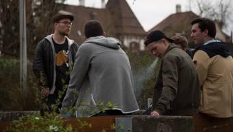 «Raumnot»-Projektleiter Andreas Kallweit (links) im Gespräch mit Jugendlichen - ein wichtiger Teil seiner Arbeit.