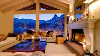 Fantastische Aussicht: Wer das Super-Chalet «Grace» mietet, blickt vom Salon aus auf Zermatt und das Matterhorn. Kochen muss hier niemand: Im Preis inbegriffen ist ein Service wie im Luxus-Hotel.