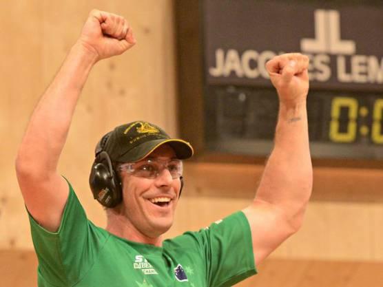 Brad De Losa feiert seinen Sieg am Samstag in Stuttgart