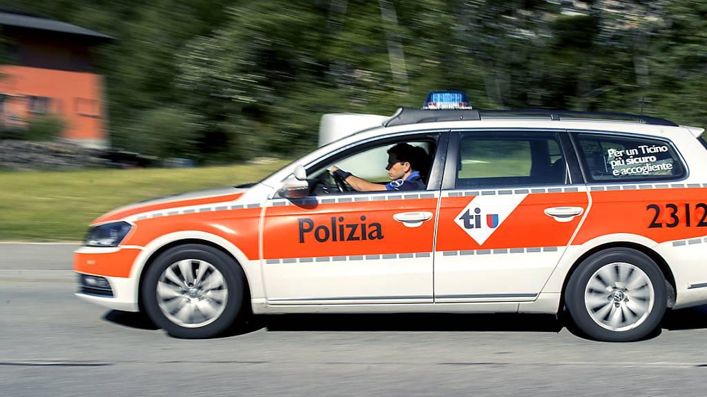In Locarno TI kam es am späten Donnerstagabend zu einem Unfall, als ein Auto einen Mann erfasste, der auf einem Fussgängerstreifen die Strasse überqueren wollte. (Archivbild)