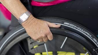 Eine Rente kann gesenkt oder gestrichen werden, wenn sich der Invaliditätsgrad einer Person erheblich verändert. (Symbolbild)