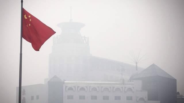 Neu wird im Smog über Peking auch der Feinstaub gemessen (Archiv)