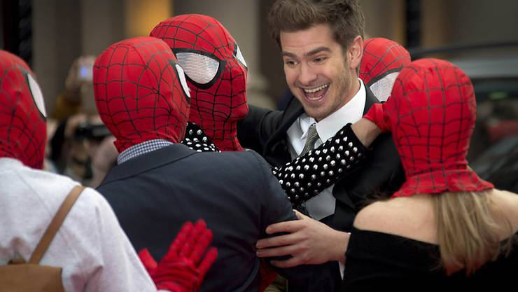 Spiderman-Darsteller Andrew Garfield - hier umringt von Klonen - schwärmt in einem Video von Hasch-Brownies, die ihm den besten Tag seines Lebens bescherten. (Archivbild)