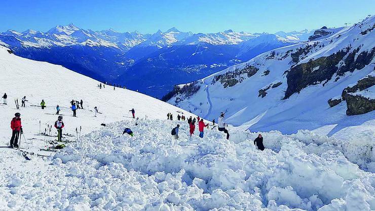 Auf der Piste türmte sich der Schnee meterhoch.