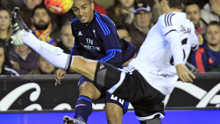 Valencias Lucas Orban (r.) rettet spektakulär vor Real Madrids Danilo
