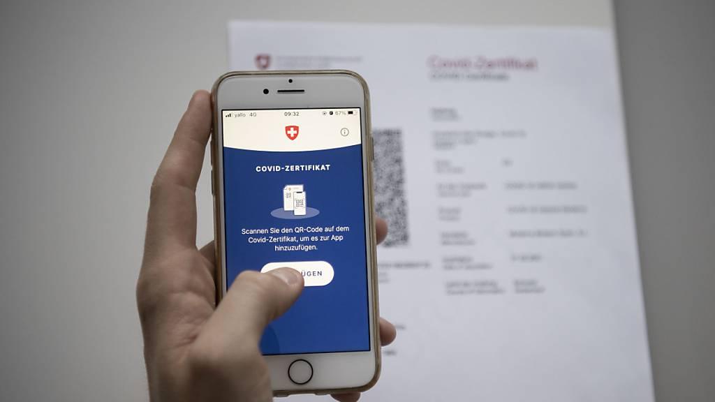 Die EU-Kommission dürfte in den nächsten Tagen grünes Licht für das Schweizer Covid-Zertifikat geben. Man sei auf gutem Weg, sagte am Mittwoch ein Sprecher der Brüsseler Behörde. (Archiv)