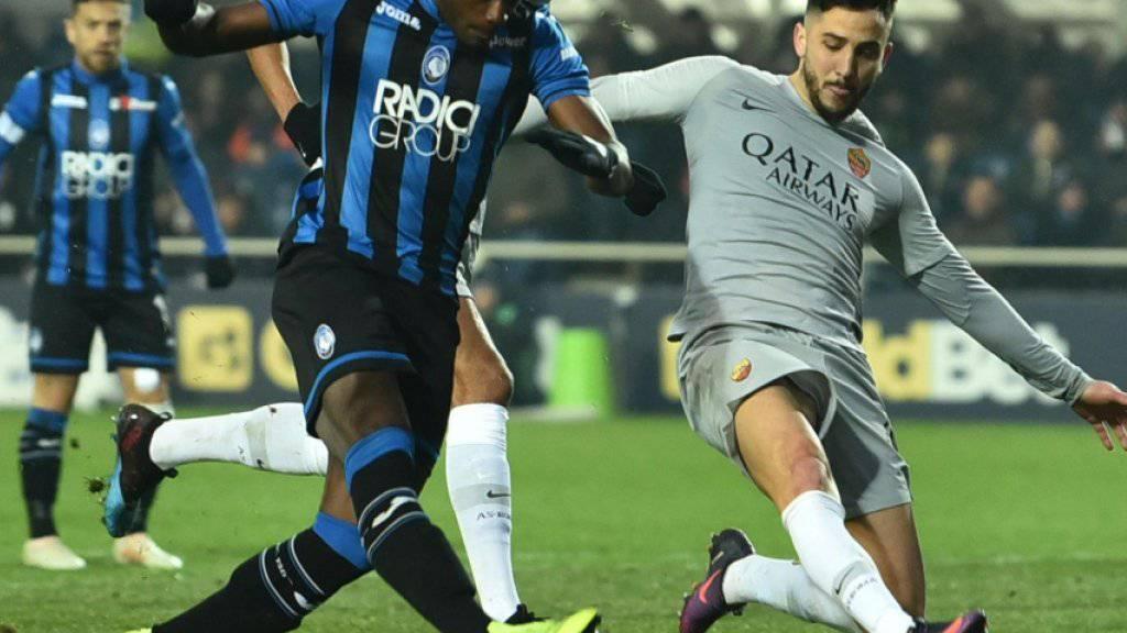 Duvan Zapata (links) trifft zum 3:3 für Atalanta Bergamo gegen die AS Roma