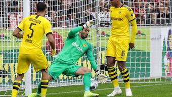 Borussia Dortmund und insbesondere Manuel Akanji (rechts) erleben in Freiburg einen schwarzen Nachmittag