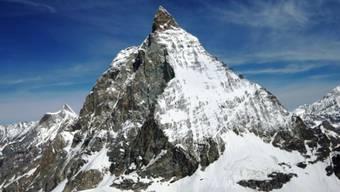 Die Rettungskräfte konnten trotz eingeleiteter Reanimation nur noch den Tod des Alpinisten feststellen. Warum er beim Aufstieg auf das Matterhorn zu Fall kam, ist nicht klar.