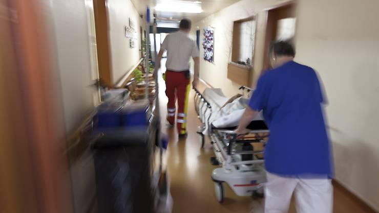 Das Freiburger Pflegepersonal darf streiken, muss aber unverzichtbare Gesundheitsleistungen sicherstellen. (Symbolbild)