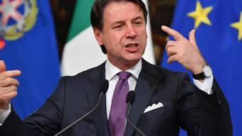 Italiens Ministerpräsident Giuseppe Conte hat mit Rücktritt gedroht, sollten die Koalitionsparteien Lega und Fünf-Sterne-Bewegung ihre Streitigkeiten infolge der Europawahl nicht beilegen.