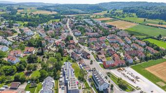 Alles über 118 Steuerprozent ist unerwünscht: Das hat das Urdorfer Volk gesagt. Jetzt gibt es eine Alternative. Im Bild: ein Drohnenfoto von Oberurdorf.