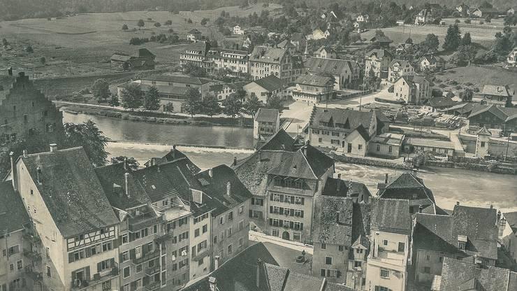 Diese Flugaufnahme von Bremgarten ist 1939 entstanden, die Postkarte ist im Bremgarter Verlag Wettstein allerdings erst fünf Jahre später erschienen.