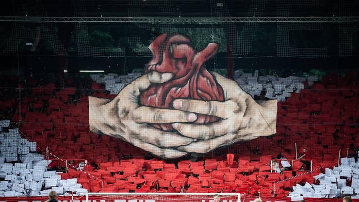 Die Berliner Fans hievten vor dem Relegationsspiel diese Choreo.