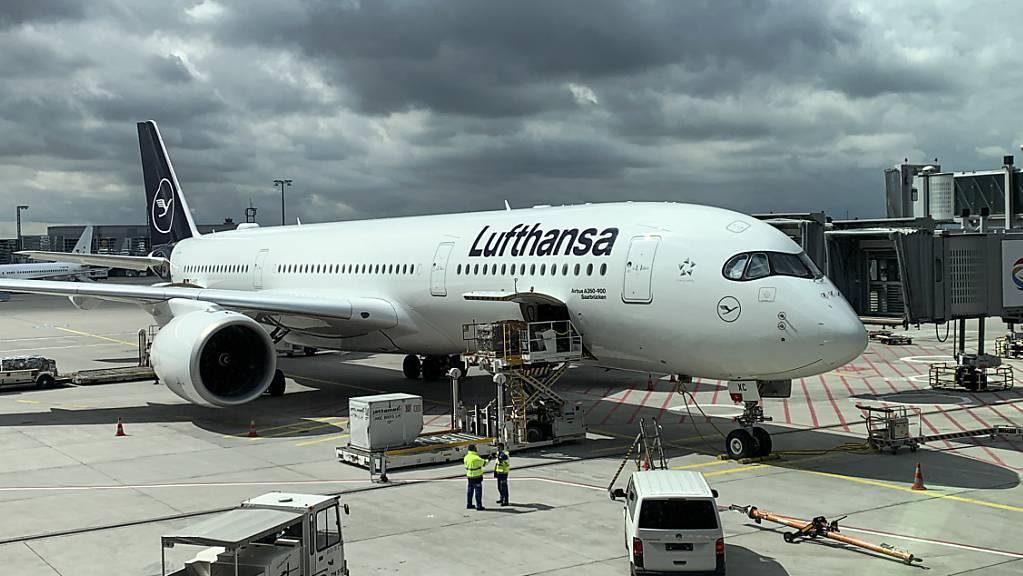 Die Lufthansa-Airline-Gruppe baut das Flugangebot trotz Corona-Reisebeschränkungen weiter aus. Bis September sollen nahezu alle Flugziele wieder angeboten werden, erklärte der Netzplaner der Gruppe, zu der auch die Swiss gehört.