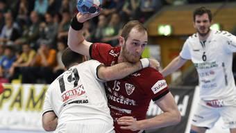 Kein Durchkommen für den HSC Suhr Aarau und seinen Co-Captain Tim Aufdenblatten in Spiel 2 der Playoff-Viertelfinalserie auswärts gegen Wacker Thun.