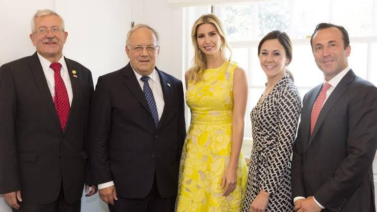 Bundesrat Johann Schneider-Ammann hat sich mit Ivanka Trump (in Gelb) und weiteren US-Regierungsmitarbeitern getroffen.