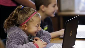US-amerikanische Schüler während einer Programmierlektion: Jugendliche geniessen die Kreativ-Möglichkeiten der neuen Technologien.