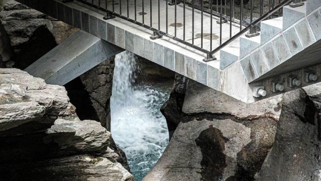 Herzstück des neuen Granit-Weges durch die Cavaglia-Schlucht im Puschlav ist eine kunstvoll vorgespannte Brücke.