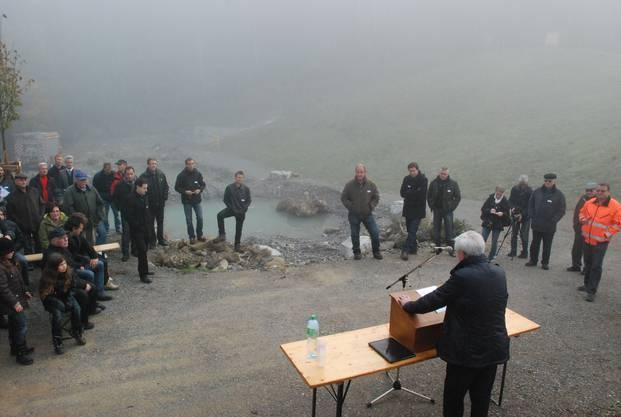 Paul Meyer Gemeindeamman von Villmergen bei seiner Ansprache zur inweihung des Rückhaltebeckens schlos.s