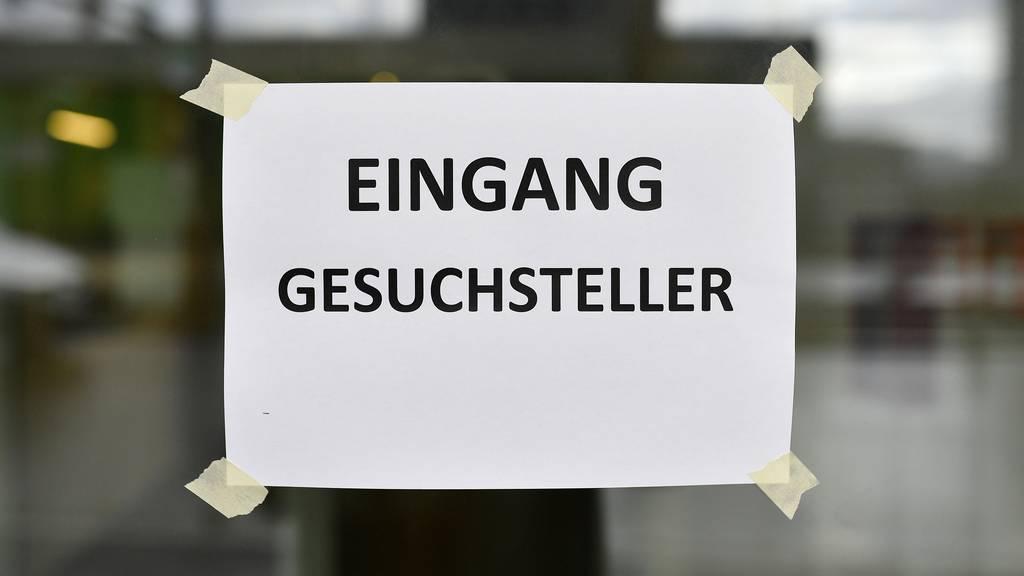 Flüchtlingshilfe fordert Sistierung der Asylverfahren in der Schweiz