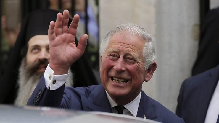 Prinz Charles führt Meghan Markle bei ihrer Hochzeit mit Prinz Harry zum Altar. (Archiv)