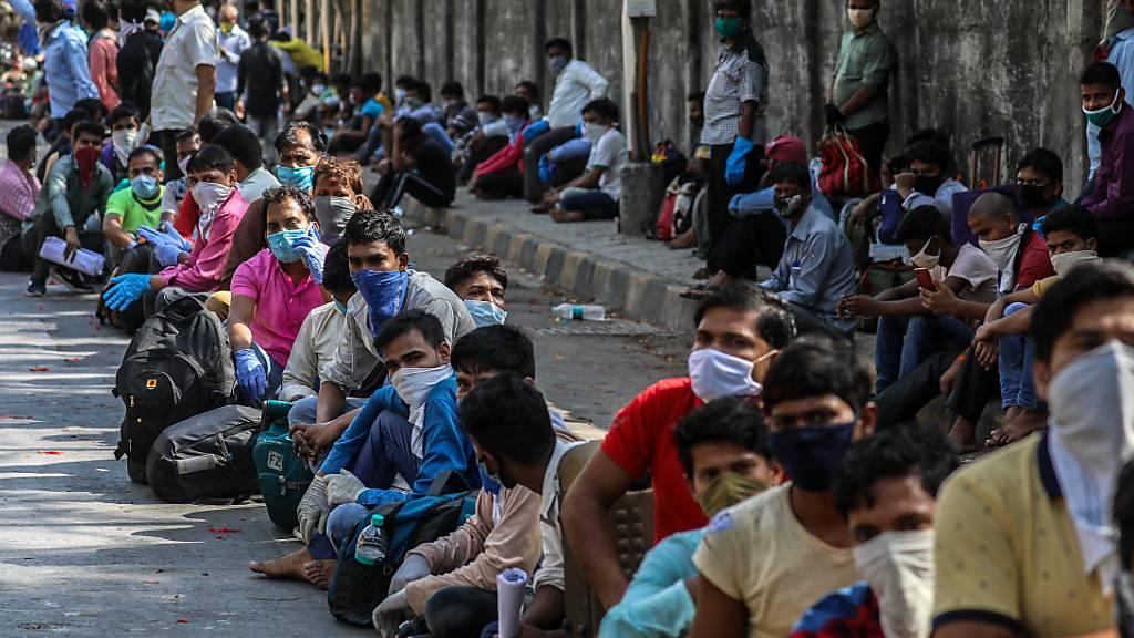 Die indische Regierung will tausende von Sonderzüge einsetzen, um die arbeitslosen Wanderarbeiter aus den Metropolen des Landes in ihre Heimatregionen zurückzubringen.