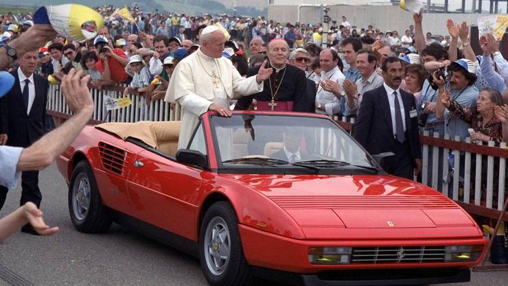 Das Ferrari Mondial Cabriolet – mit Papst Johannes Paul II. als Mitreisendem im Jahr 1988.